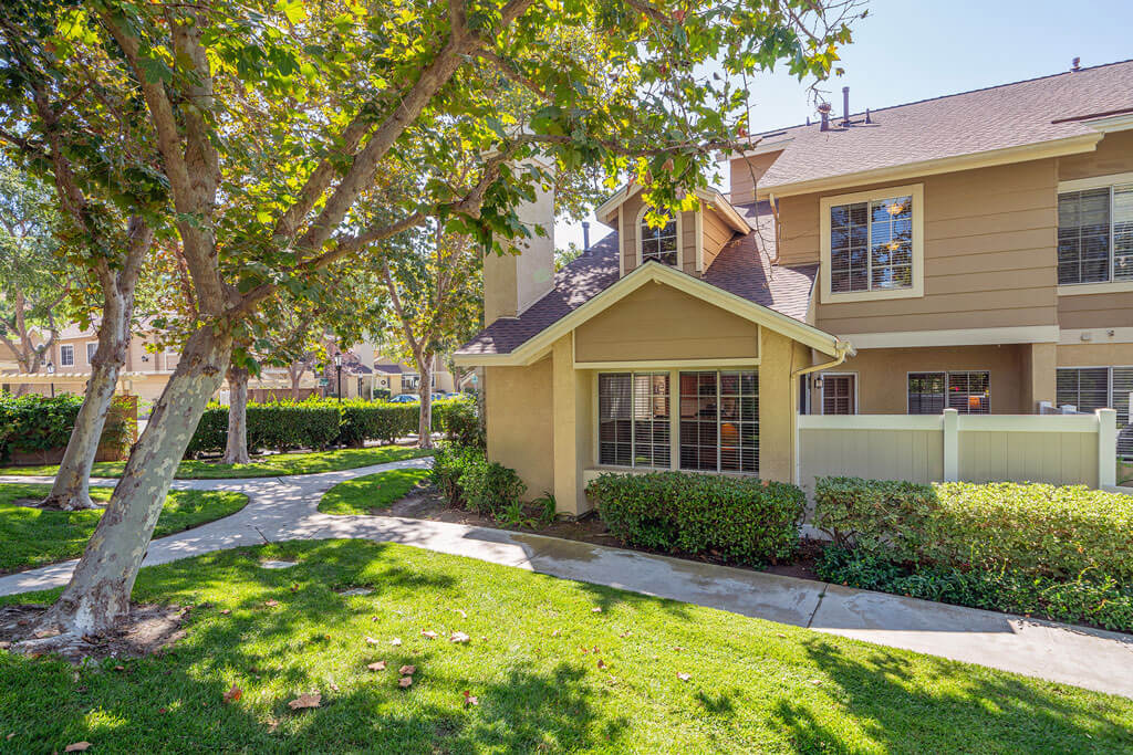 26591 Moon Ridge Lake Forest is in escrow $525,000